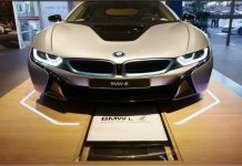 BMW i8 wireless charging car