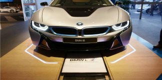 BMW i8 wireless charging car