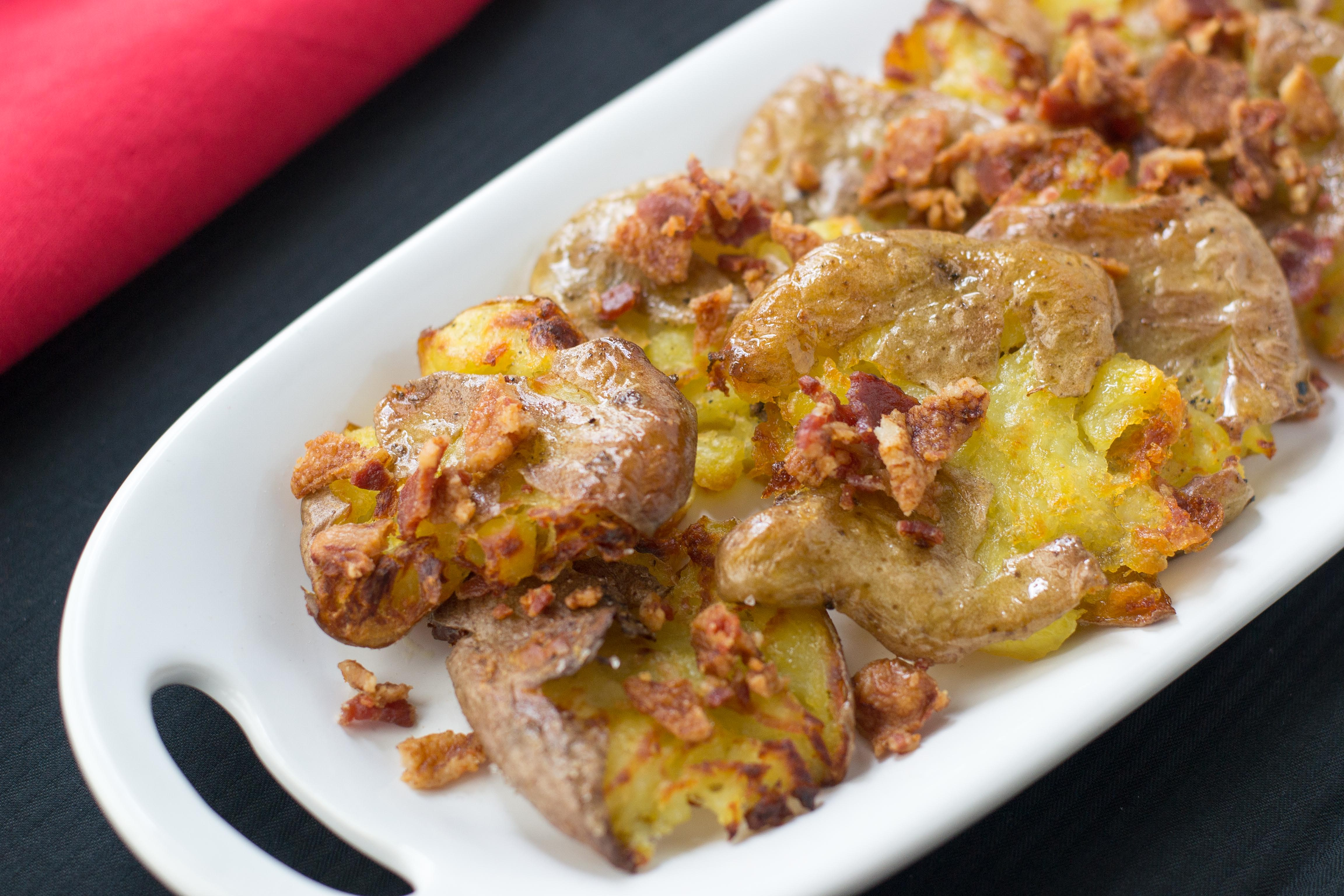 Crispy Smashed Baby Potatoes with Bacon Bits and Chive Sour Cream-easy ...