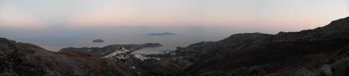 Vue sur Chora et la baie de Livaldi (Serifos)