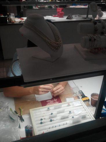 Visite de l'usine de perles artificielles Orquidea