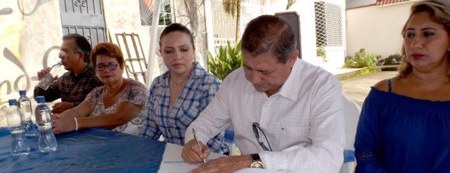 Alcalde Jorge Domínguez firma contrato con empresa que iniciará trabajos de estabilización en sector La Bellavista
