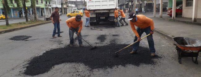 Municipio continúa con el bacheo de calles