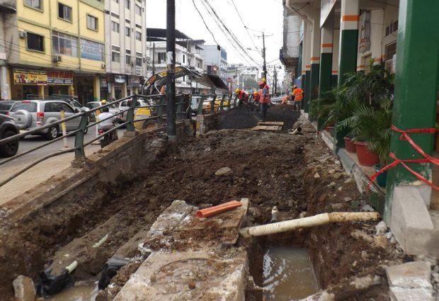 Alcalde Jorge Domínguez inspecciona obra de soterramiento