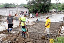 Alcalde Jorge Domínguez constata la ejecución obras en la parroquia Viva Alfaro