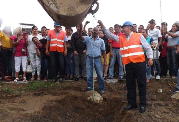 Se realizó la colocación de la primera piedra para la construcción del nuevo malecón