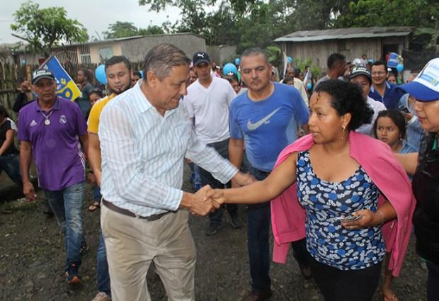 Alcalde Jorge Domínguez constata obras en parroquias Siete de Octubre y San Cristóbal