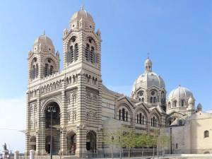 La Cathedrale Sainte Marie Majeure de style néo-byzantin près du port maritime