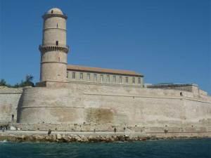 Le Fort Saint-Jean gardant l'entrée du Vieux-Port