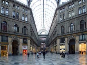 La Galerie Umberto Ier en face du Théâtre San Carlo