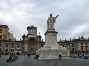 La Piazza Dante à Naples rendant hommage au célèbre poète