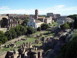 Le Forum avec le Colisée au fond