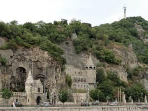 L'église troglodyte Notre Dame des Hongrois sur les flancs du Mont Gellért