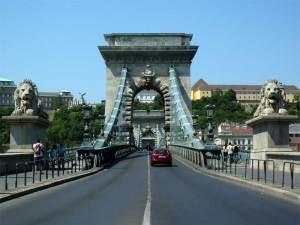 Le Pont des Chaînes, un des huit ponts de Budapest permettant de relier Pest à Buda