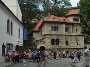La rue Starého Hrbitova et la Salle cérémonielle près du Cimetière Juif du Josefov