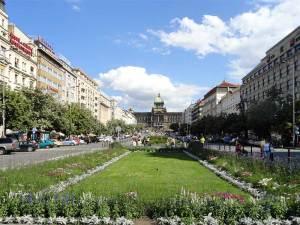 La Place Venceslas, une des plus grandes places de Prague