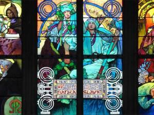 Vitrail de Mucha dans la Cathédrale Saint-Guy