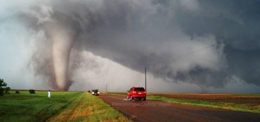 twin_tornadoes_160524