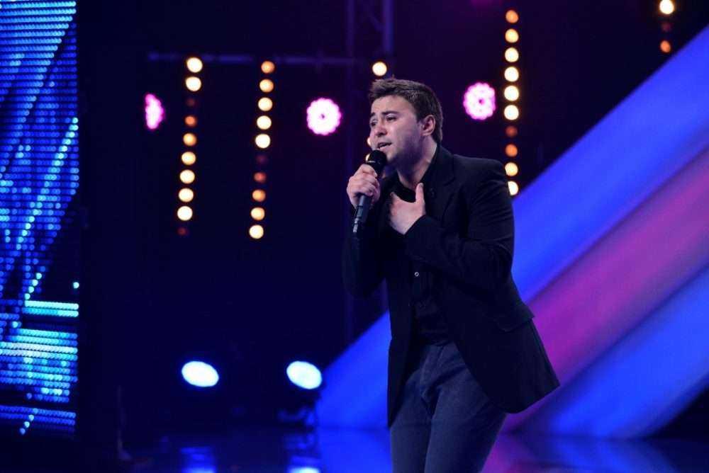 """Auditiile """"X Factor"""" continua. Cezar Dometi a cucerit inimile fetelor din sala!"""