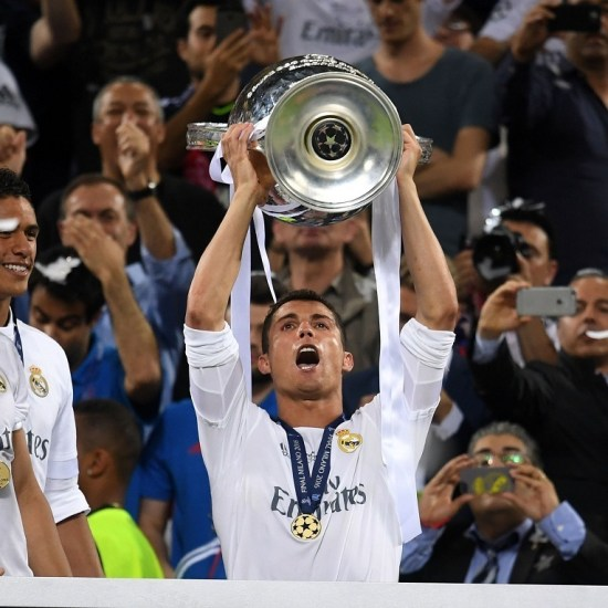 (160529) -- MILAN, May 29, 2016 (Xinhua) -- Cristiano Ronaldo of Real Madrid poses with the trophy after winning the UEFA Champions League Final match against Atletico Madrid in Milan, Italy, May 28, 2016. Real Madrid won over Atletico Madrid 5-3 on penalties after a 1-1 draw and thus claimed the title. (Xinhua/ Alberto Lingria)
