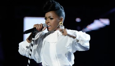 janellemonaeatbetawards2013 getty Janelle Monáe Takes Phone Calls At V 103