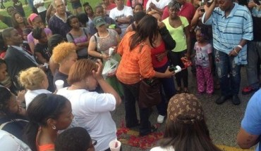St.-Louis-Police-Shoot-and-Kill-Unarmed-18-Year-Old-Michael-Brown-Community-Demands-Answers1-500x360