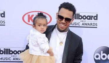 chris-brown-and-daughter-royalty-billboard-music-awards-2015-red-carpet--1431930757-hero-wide-0