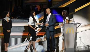 Hosted by Terrence 'J' Jenkins and KeKe Palmer, the 12th annual 365Black Awards will premiere on BET Networks Sunday, August 23 at 9:00 p.m. EDT/8:00 p.m. CDT. Pictured, Academy award-nominated filmmaker, Ava DuVernay accepts award from actor/rapper, Common alongside actress, Salli Richardson Whitfield  at the 12th annual 365Black Awards. (PRNewsFoto/McDonald's USA)