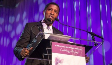 """NCNW presented the 2015 Uncommon Height Gala Crystal Stair Award to Kenneth """"Babyface"""" Edmonds for his outstanding achievements in the music industry and contributions as a  philanthropist. (PRNewsFoto/National Council of Negro Women)"""