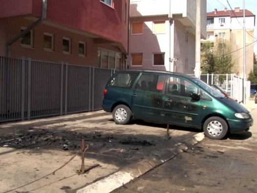 u-kosovskoj-mitrovici-tokom-noci-izgorela-tri-vozila