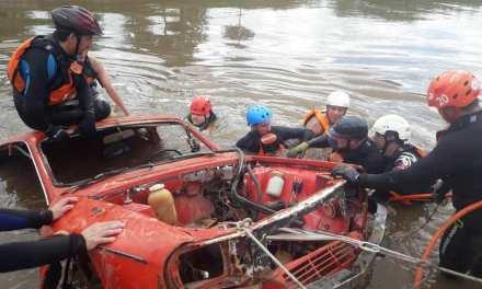 Bomberos de Las Parejas, Armstrong y Tortugas realizaron prácticas acuáticas