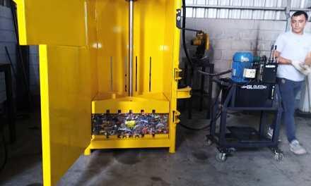 Presentaron una prensa de residuos reciclables
