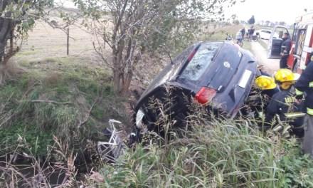 Cayó un vehículo a un zanjón