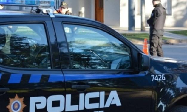 Daños en dos propiedades y gomerazos a cámara de seguridad