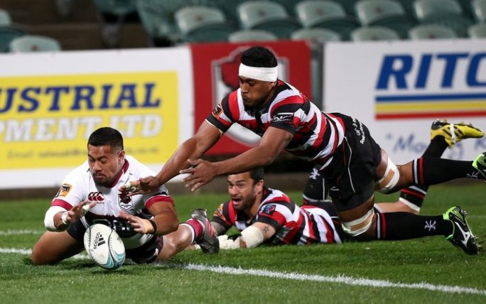 'Ikale Tahi newcomer Fotu Lokotui (R) tries to prevent a try playing for Counties Manakau against North Harbour.
