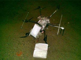 """Las autoridades indicaron que el dron con droga contenía seis paquetes de """"cristal"""", el peso del paquete era de tres kilogramos."""