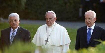 Papa-Francisco-junto-Abbas-Vaticano