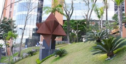 Escultura-Magen-Tetraedros-02-853x436