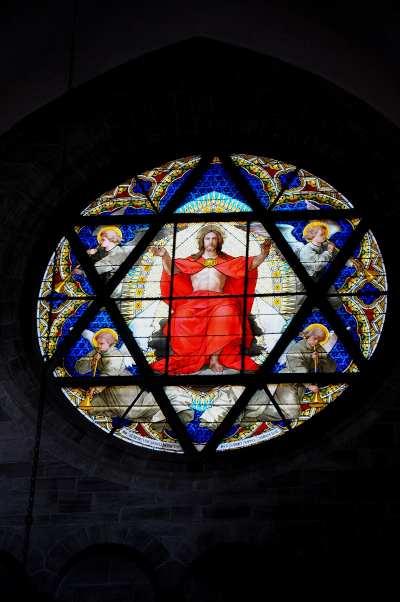 Vetrata della Cattedrale di Basilea (CH), un tempo cattolica, ora in mano ai protestanti