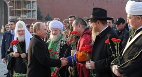 Come Assad, Vladimir Putin è a capo di uno stato multiconfessionale e laico, che ha a cuore, anzitutto, l'unità e la pacifica convivenza della nazione.