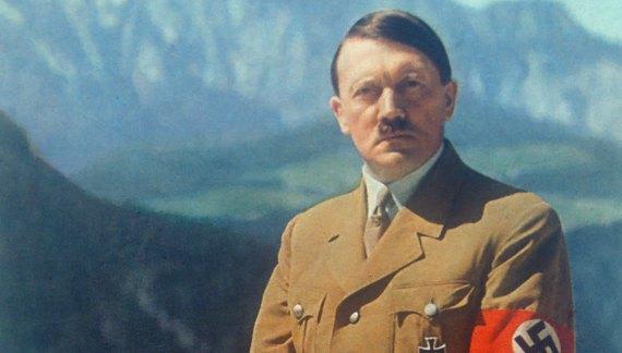 Uno sguardo ad Adolf Hitler.