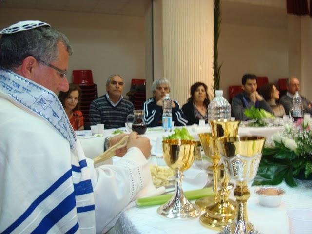 ebraismo-neocatecumenale-con-calici-cattolici