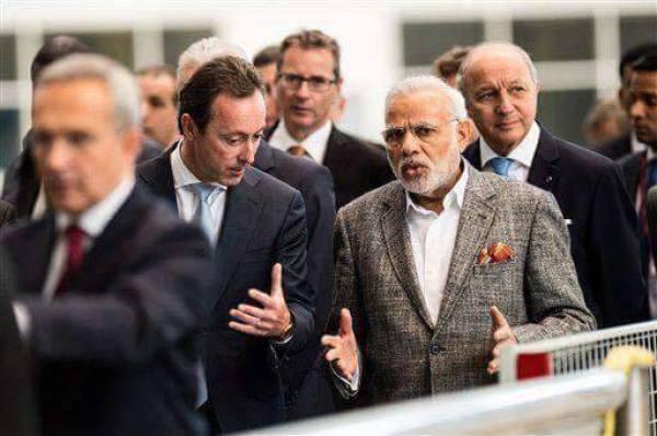 1429015303-471_Modi-Ministers