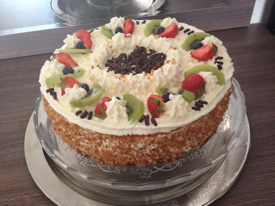 Slagroomtaart met kant-en-klare taartbodem