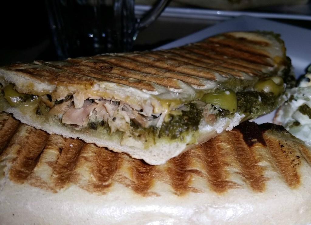 Panini met tonijn en pesto