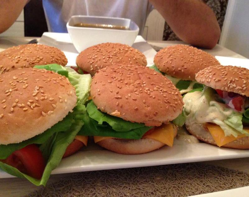 Kabeljauwburger met garnalen