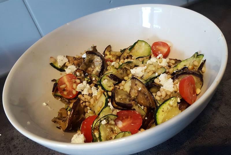 Salade van gegrilde courgette en aubergine