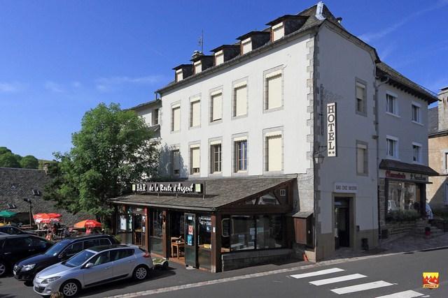 La maison bastide chemin urbain v en randonn e chemin for Restaurant nasbinals