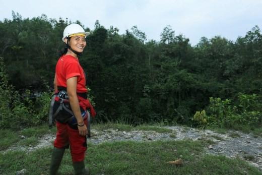 Meski lelah habis caving di Gua Jomblang, saat foto tetap harus terlihat cantik ye kan?