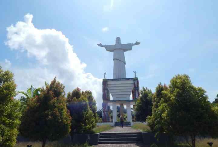 Patung Yesus sudah terlihat